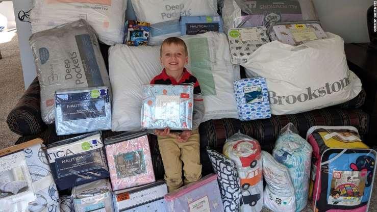 menino doação roupas de cama aniversário crianças carentes