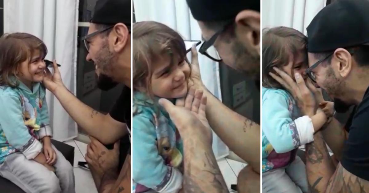 Em vídeo fofo, menina se emociona com música feita por padrinho 3