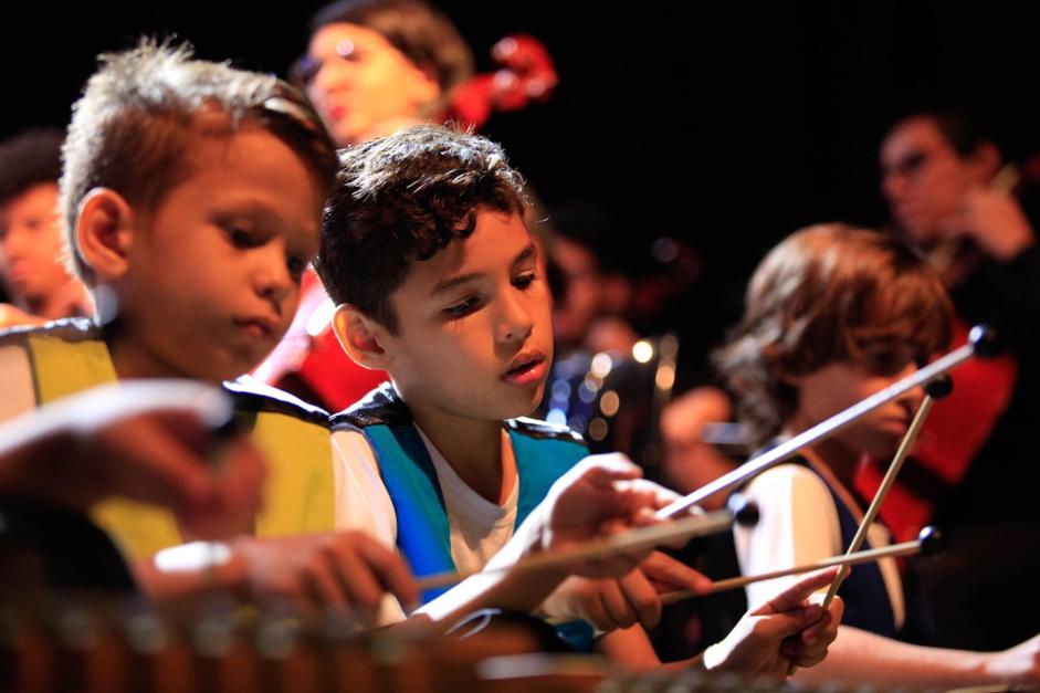 Maestro João Carlos Martins rege concerto de garotos de projeto social e se emociona 1