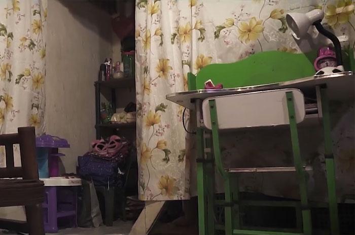 Filho adotivo constrói mansão para pais que o adotaram quando criança