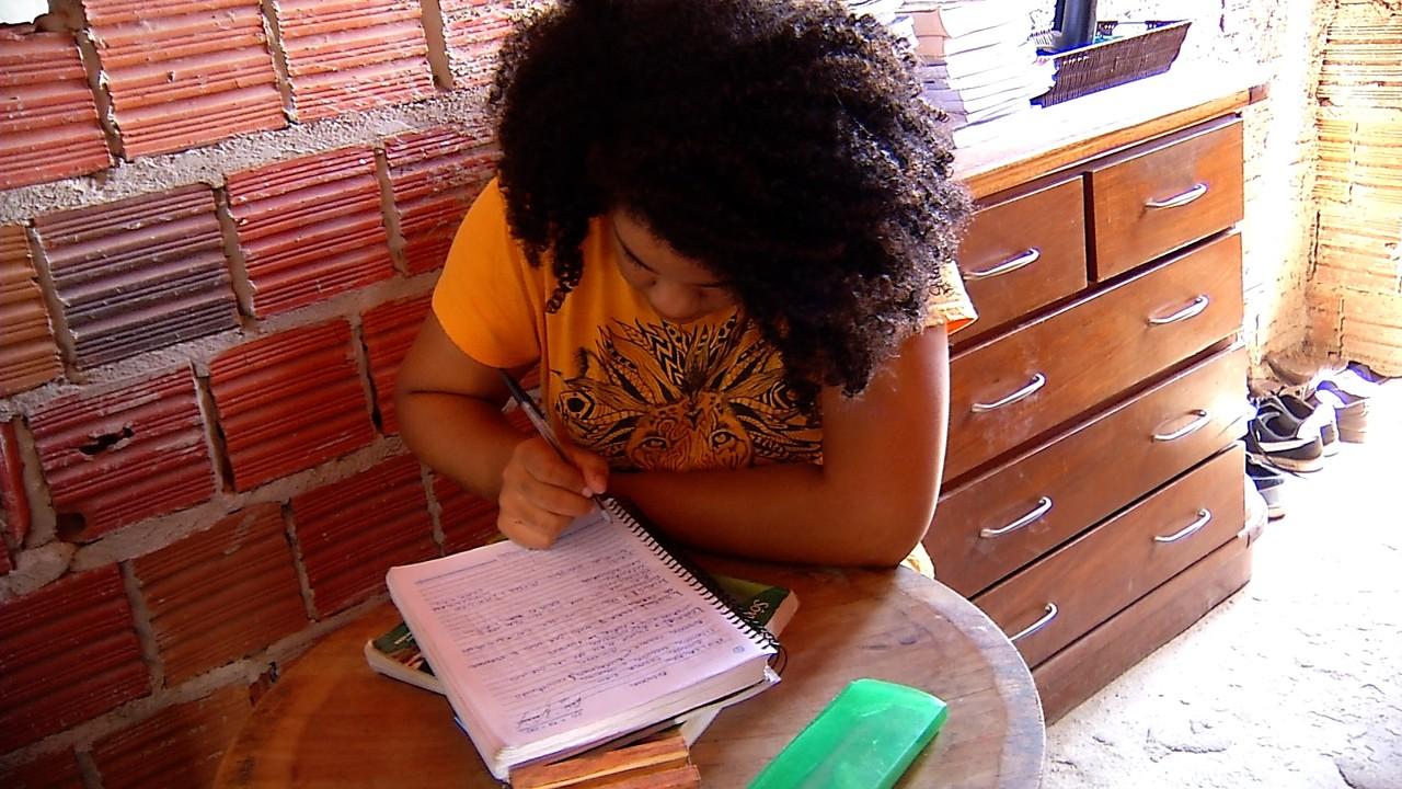 Filha de diarista passa em medicina na UFRN: 'Pessoa mais determinada que já conheci' 1