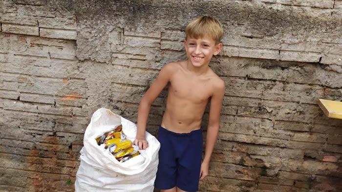 menino que fugiu de casa para juntar latinhas em Londrina (PR) agora em casa
