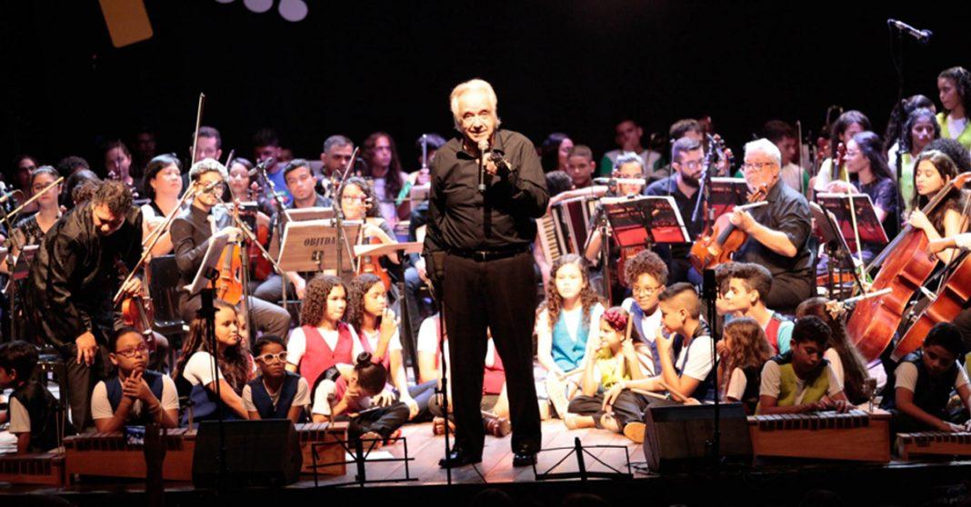 Maestro João Carlos Martins rege concerto de garotos de projeto social e se emociona 3