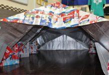 Estudantes criam abrigo moradores de rua com caixas de leite Tetra Pak