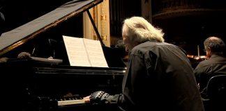Maestro João Carlos Martins volta tocar piano luvas biônicas