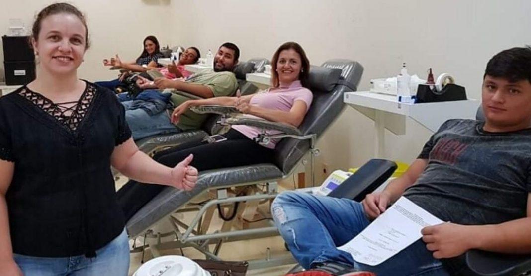 mulher viaja para doar sangue hemocentro