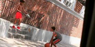 Menino doa tênis criança basquete