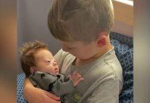 irmão canta todos os dias bebê síndrome de down