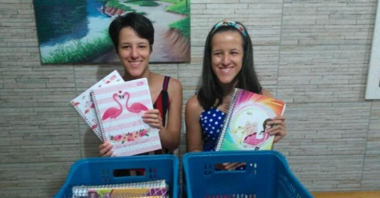 Irmãs arrecadam material escolar ajuda estudantes carentes