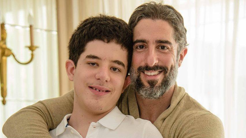 Marcos Mion ao lado do filho Romeo Mion