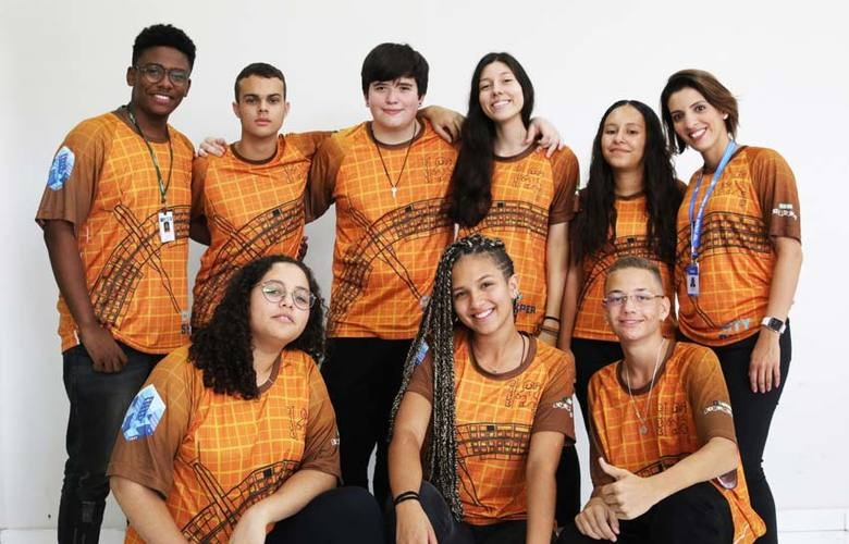 estudantes criam Bueiro Inteligente Sustentável Coletor