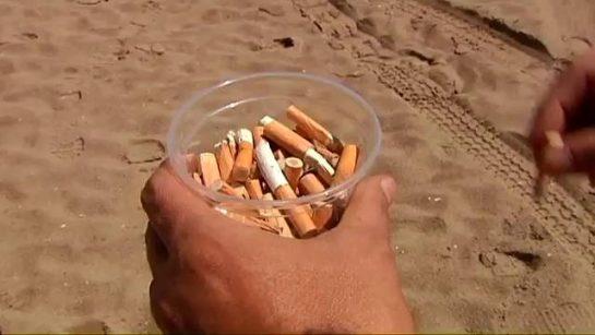 Designer transforma bitucas de cigarro em pranchas de surfe em SC 2