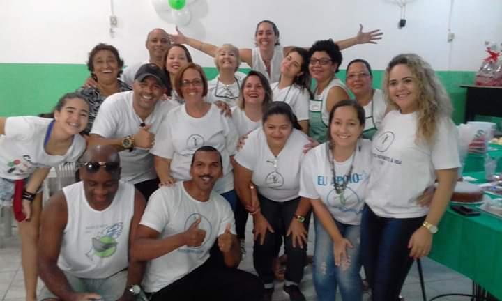 fisioterapeuta do Morro do Alemão com voluntários