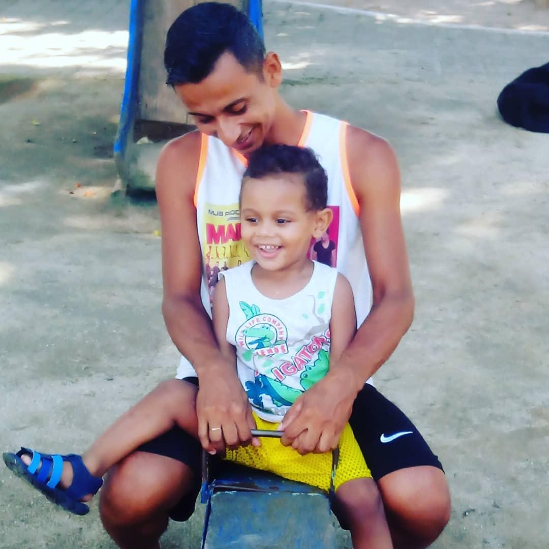 pai com filho que tem doença sem cura