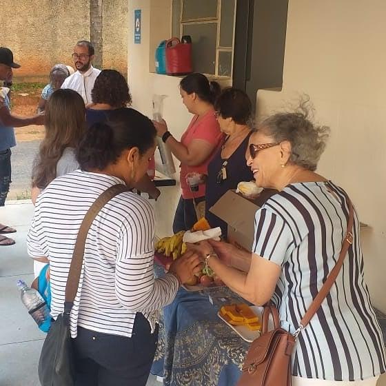 pacientes tomando café da manhã do projeto Amor que Cura