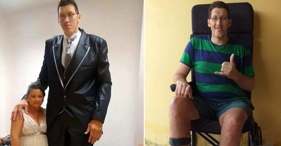 Ninão, o homem mais alto do Brasil usando cadeira de rodas