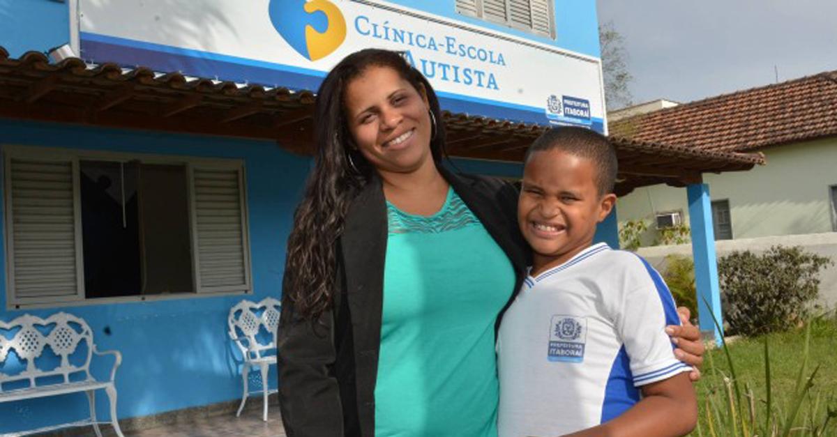 Aos 10 anos, professora autista falava 6 idiomas, hoje, tem seu método de alfabetização 6