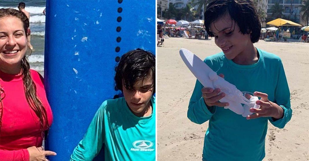 Menino cego aprende a surfar e ganha 'foto 3D' de recordação da instrutora 1