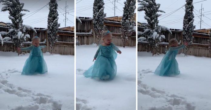 Em vídeo fofo, menina vestida de Elsa canta na neve e viraliza 2