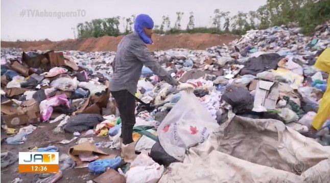 jovem que criou escola de lona recolhendo materiais no lixão