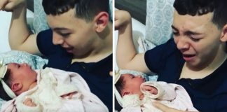 Vídeo jovem paralisia cerebral chorando pegar irmã no colo