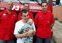 bombeiros resgatam boneco de homem com deficiência