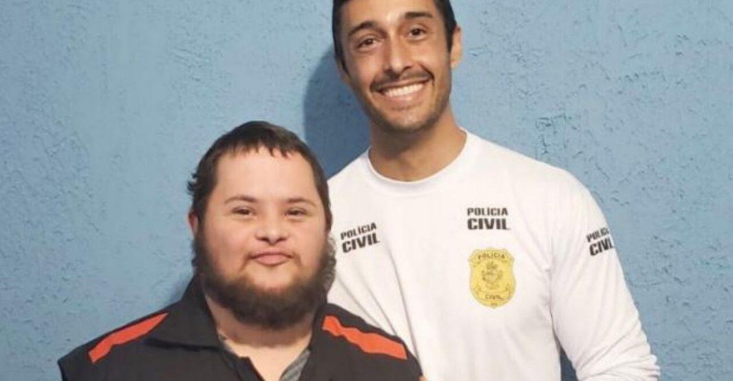Jovem com Down vence câncer e 'vira' policial de delegacia em GO 1