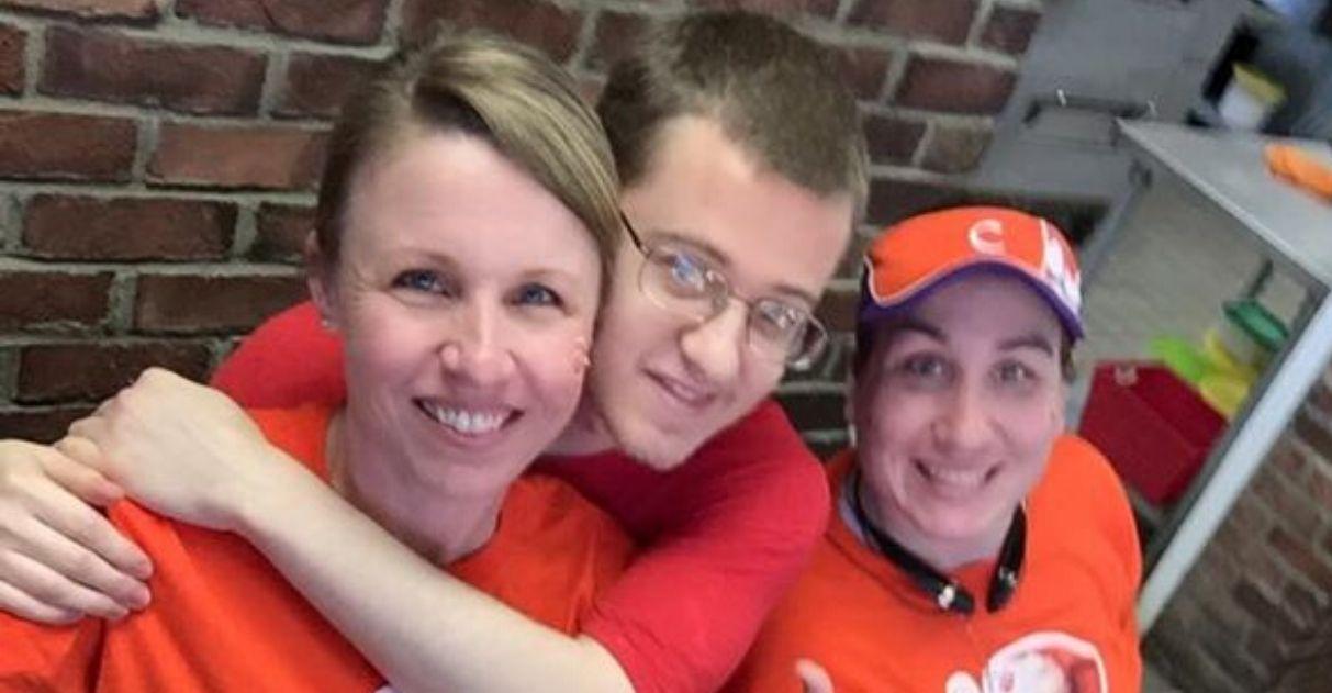Empresária responde cliente preconceituoso reclamou funcionário autista