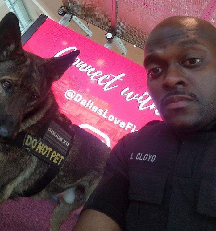 Policial flagrado tirando selfies com cão K9