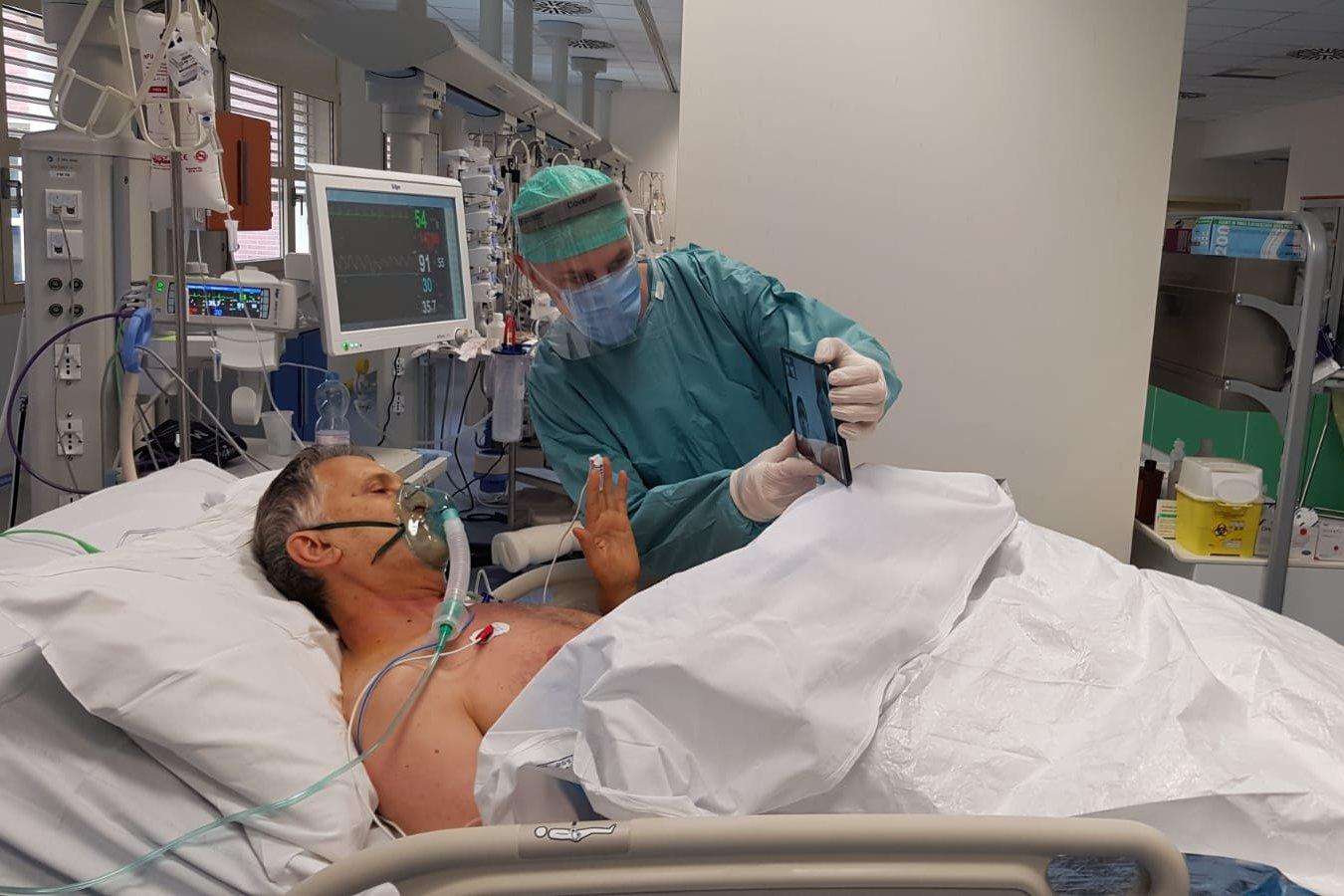 Campanha na Itália permite a pacientes terminais com coronavírus dizer adeus a familiares 5