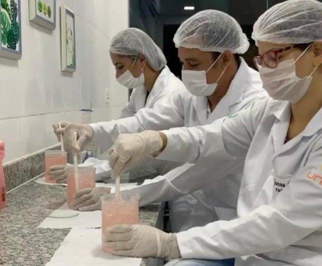 Coronavírus: estudantes de Farmácia produzem álcool gel e distribuem de graça 1