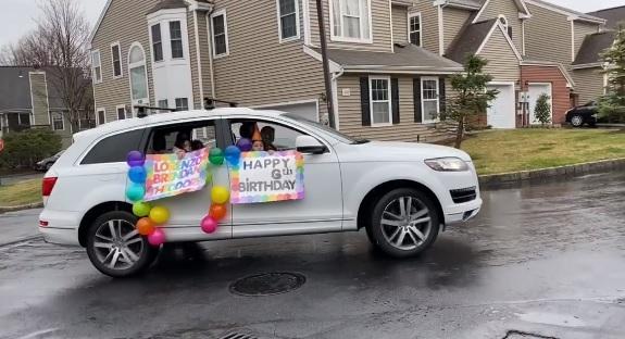 amigos comemoram aniversário menino a distancia coronavírus