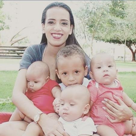dona de casa abandona pelo marido com os filhos pequenos