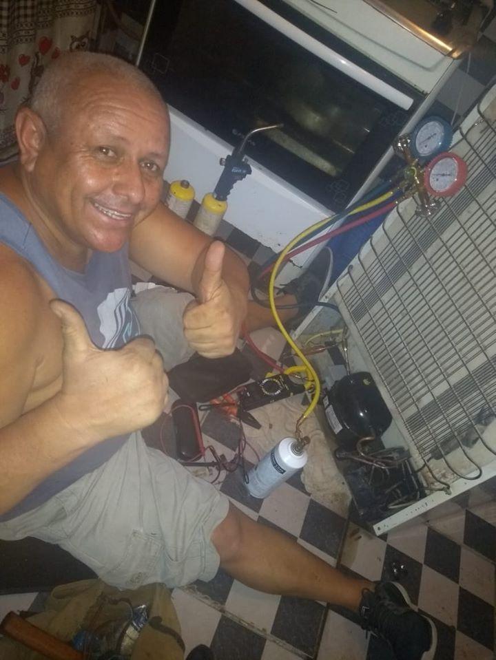 Técnico de refrigeração conserta de graça geladeira de afetados por enchente no RJ 3