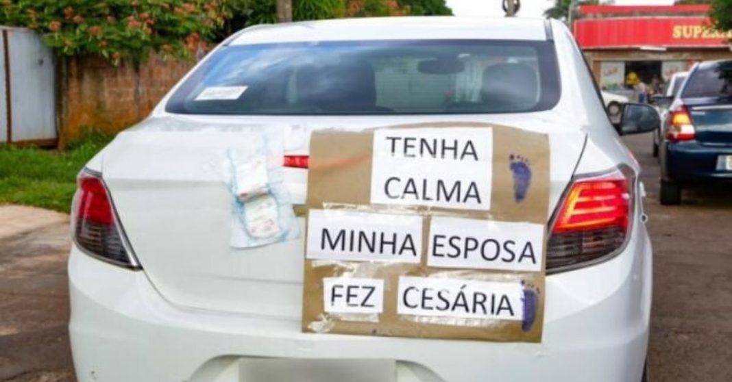 Com esposa e filha recém-nascida no carro, motorista pede calma em aviso carinhoso