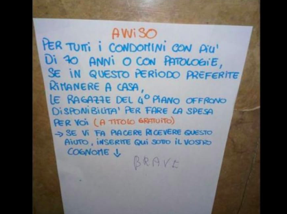italianos fazem bilhetes idosos