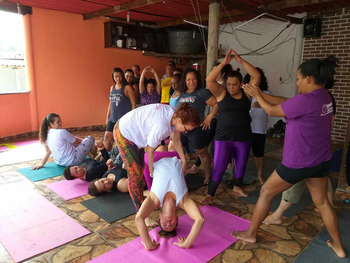 Voluntária leva aulas de Yoga para mulheres da periferia de São Paulo e eleva autoestima 4