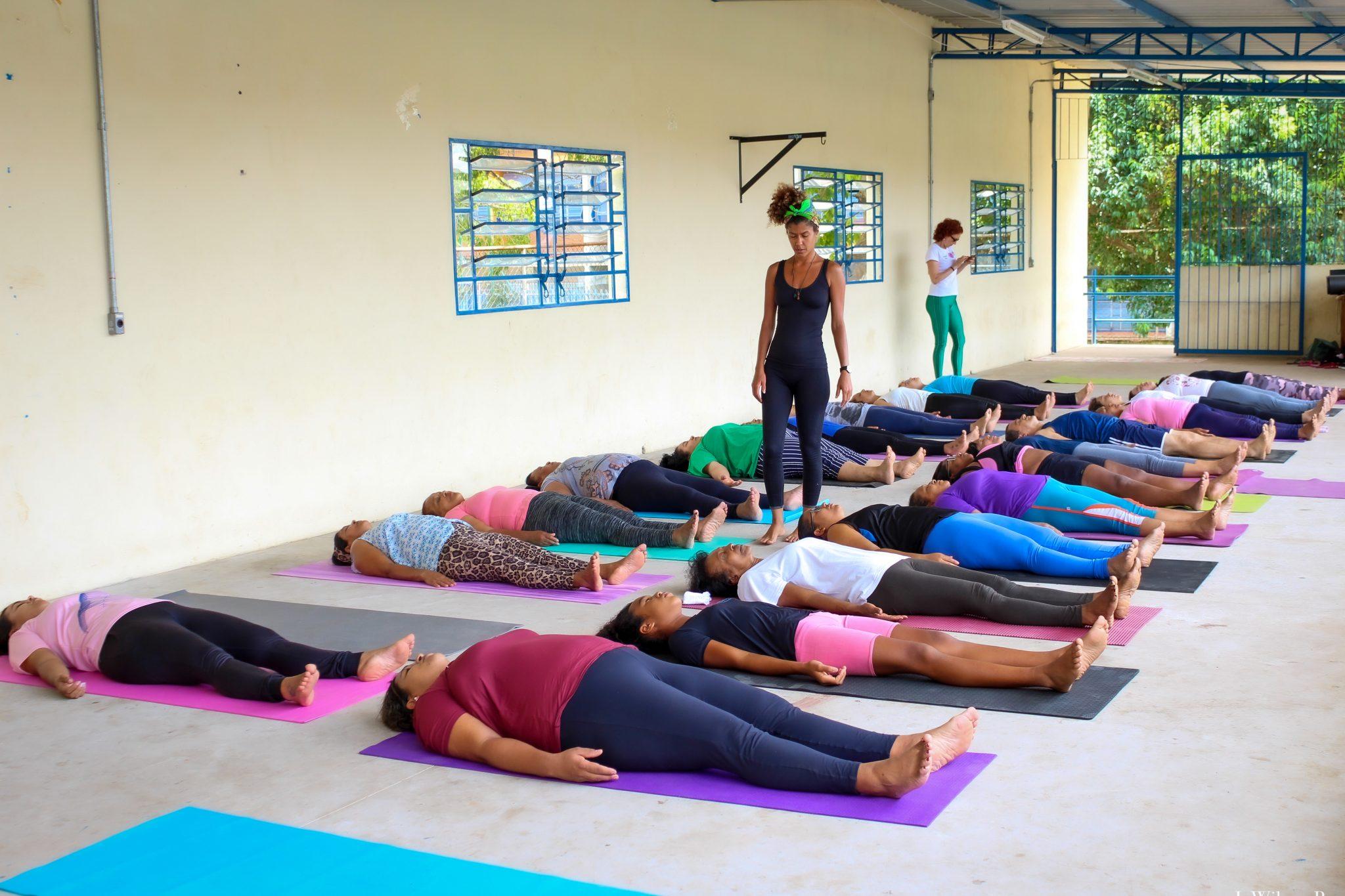 Voluntária leva aulas de Yoga para mulheres da periferia de São Paulo e eleva autoestima 5