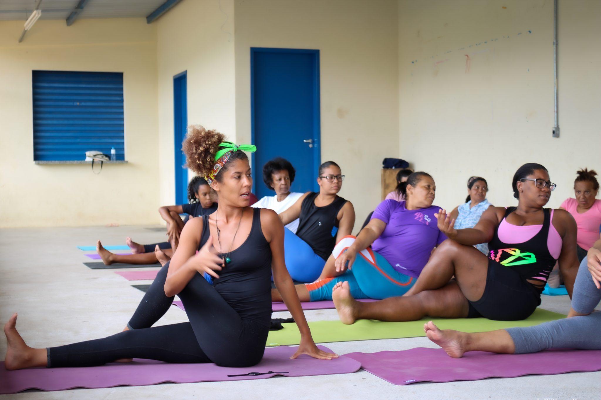 Voluntária leva aulas de Yoga para mulheres da periferia de São Paulo e eleva autoestima 6