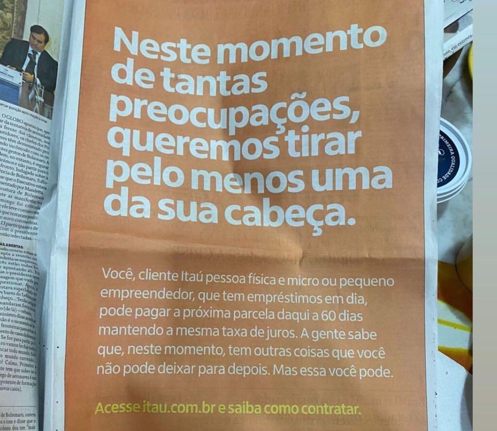 foto do anúncio dos bancos em jornal cancelando pagamentos de dívidaspor conta do coronavírus