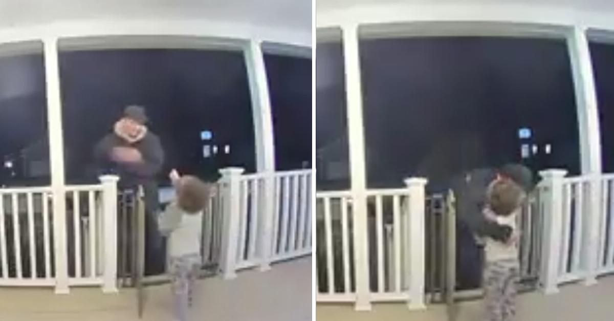 criança abraça entregador pizza perdeu filha