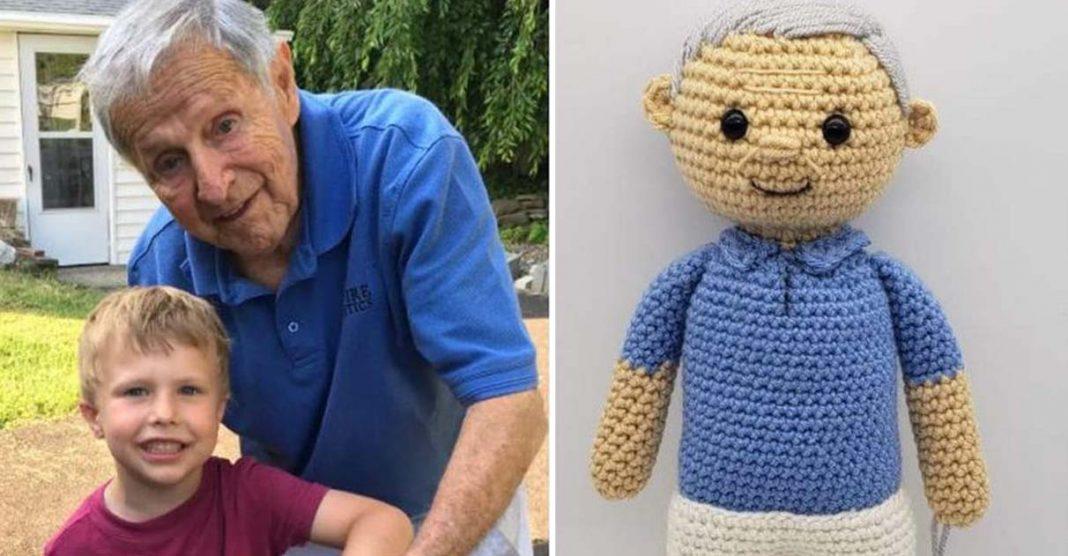 Artista cria boneco de crochê adorável para menino que sofre com morte do avô 3