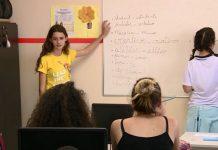 Meninas aulas de inglês gratuitas jovens baixa renda