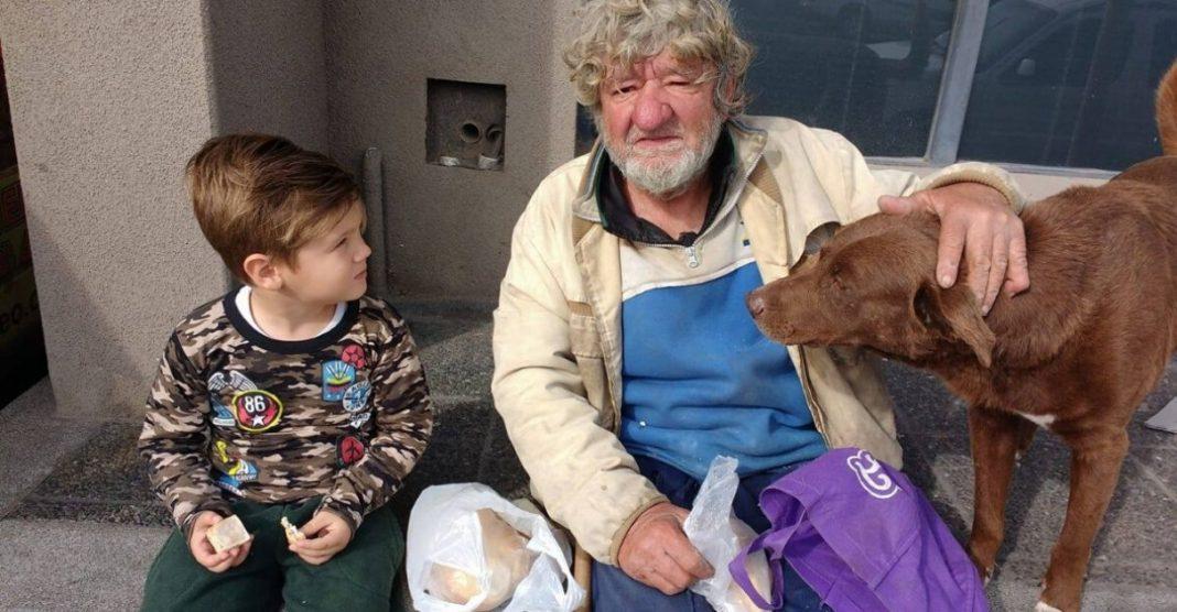 Menino de 4 anos convence mãe a adotar morador de rua
