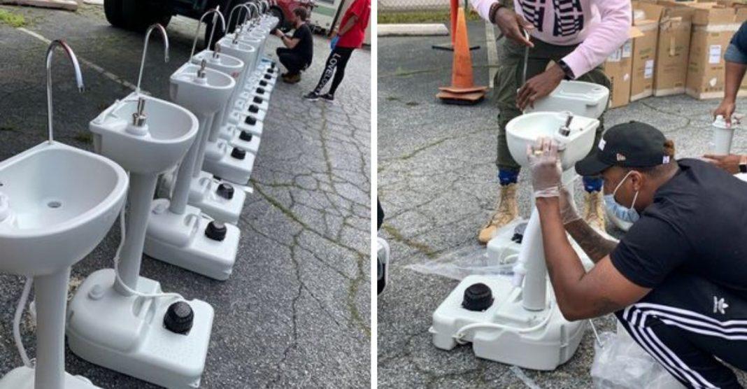 pias portáteis para moradores de rua higienizarem as mãos