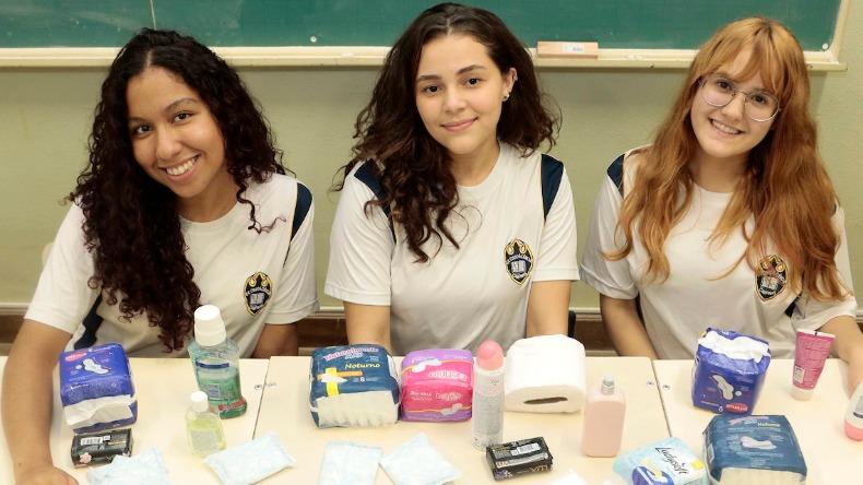 Adolescentes projeto distribui absorventes mulheres situação rua