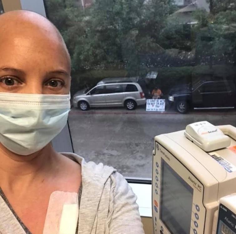 homem cartaz para apoiar esposa quimioterapia