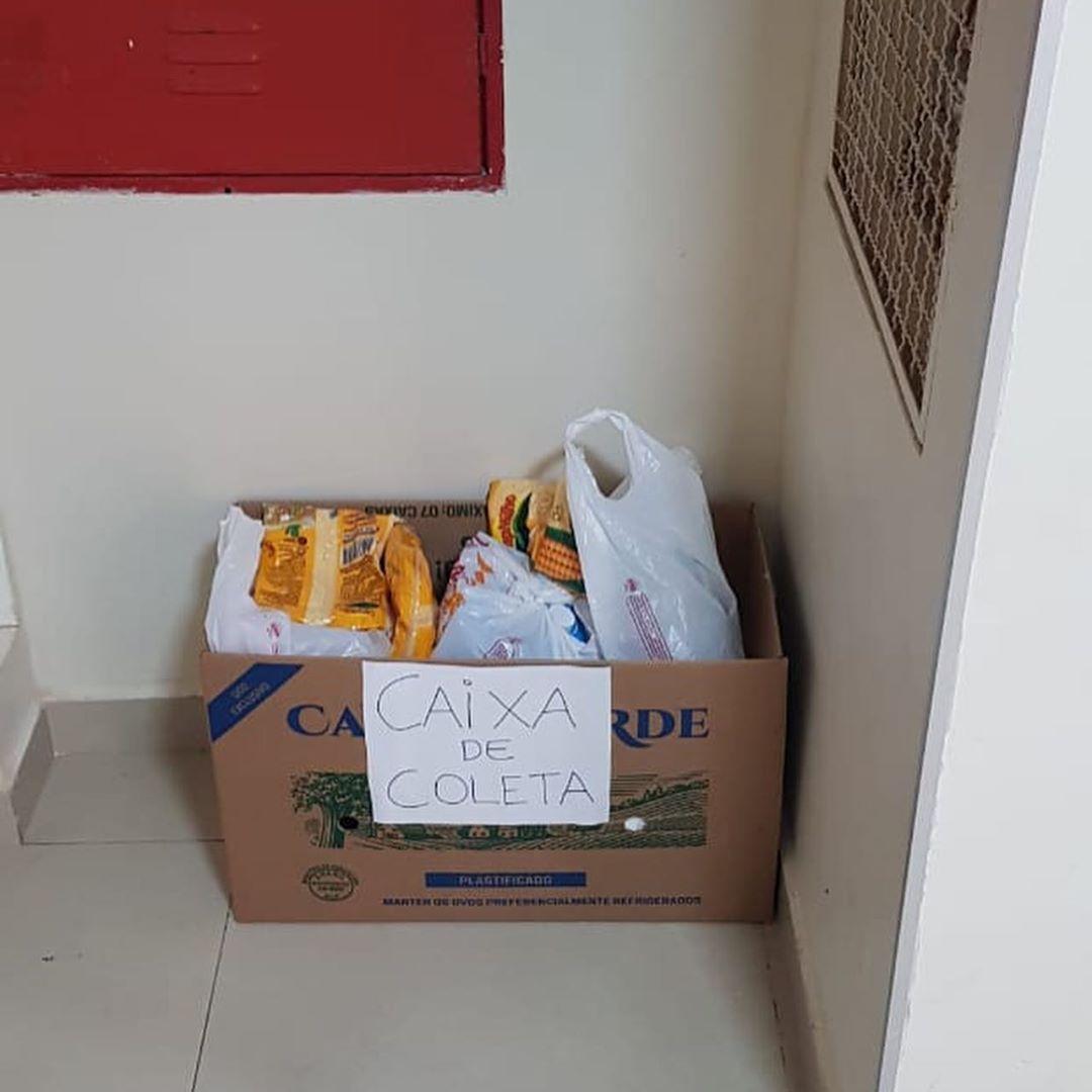 Bilhete inspira moradores prédio encher caixa alimentos pessoas carentes