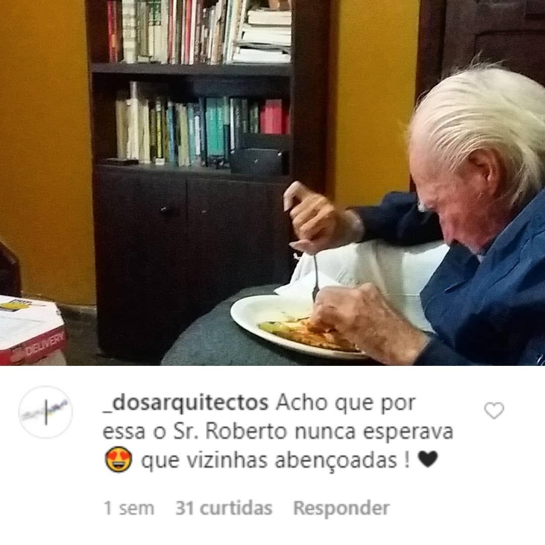 idoso adotado por vizinhas comendo comida