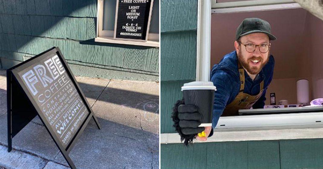 homem segurando copo café janela